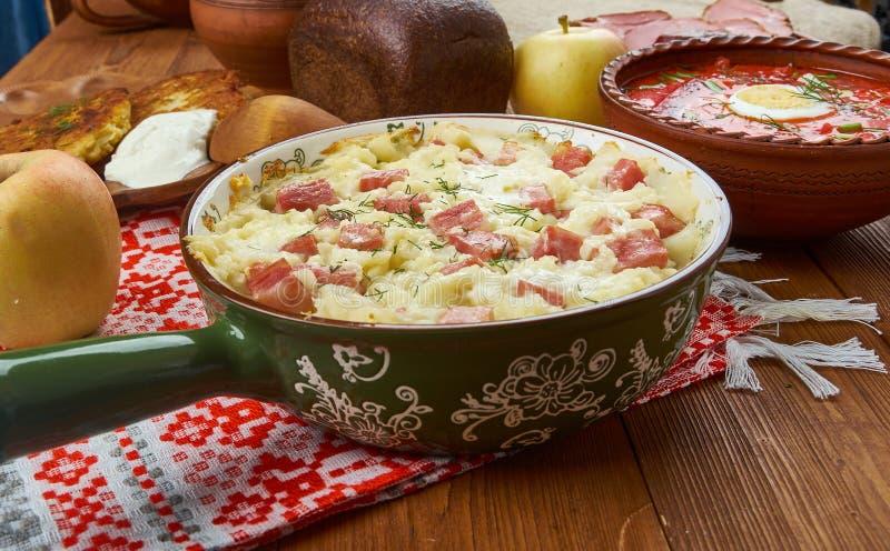 Tarte biélorusse de porc et de pomme de terre photos stock