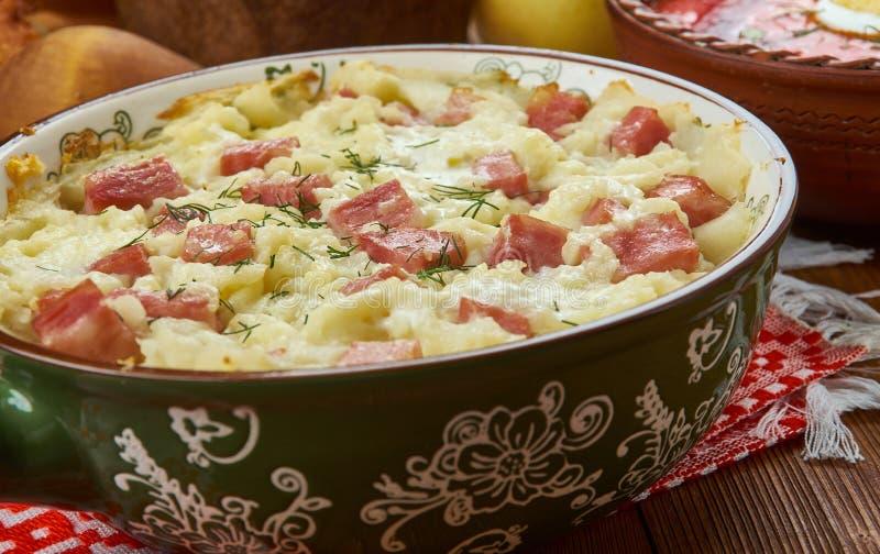 Tarte biélorusse de porc et de pomme de terre photos libres de droits