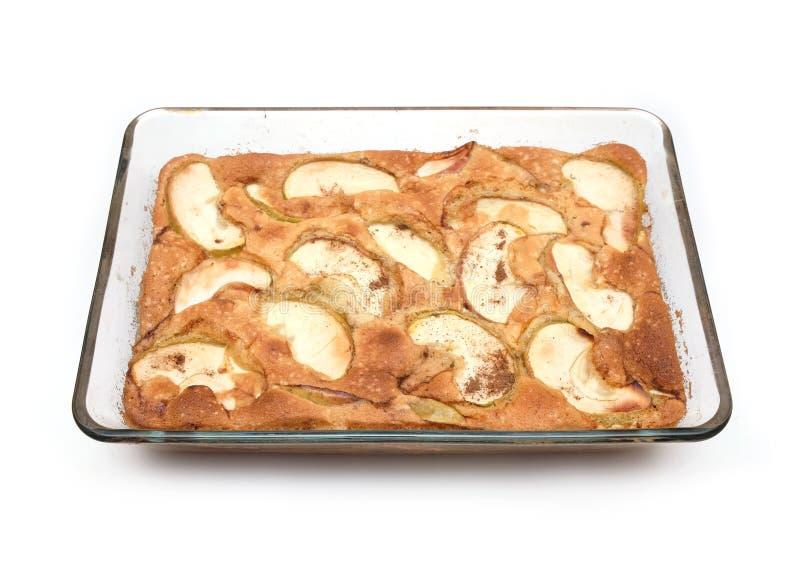 Tarte cuit avec les pommes et la cannelle images stock