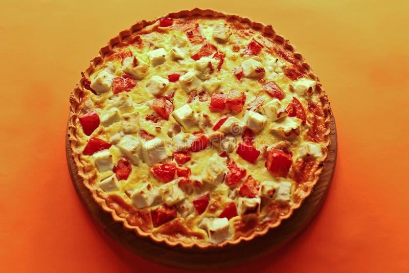 Tarte délicieux avec le remplissage de fromage image stock