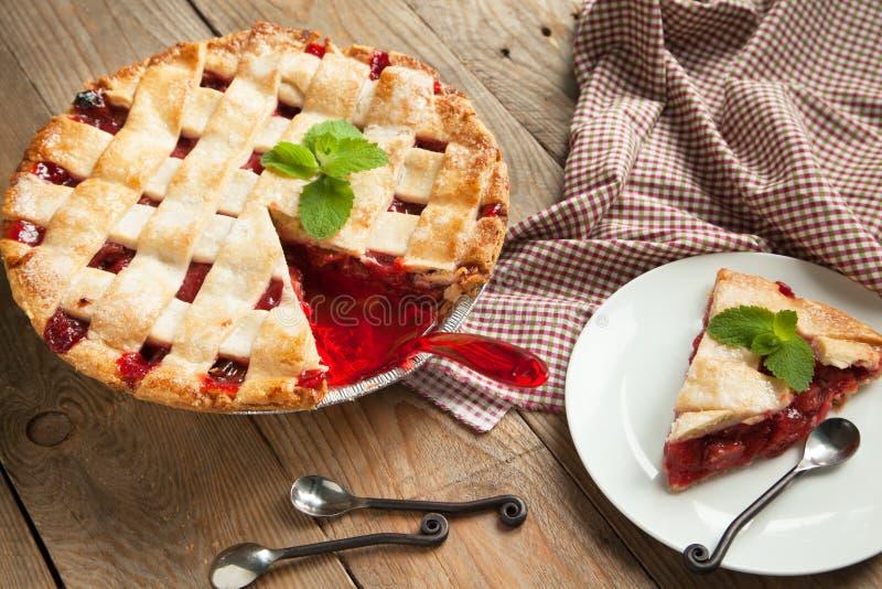 Tarte de fraise et de rhubarbe photo libre de droits