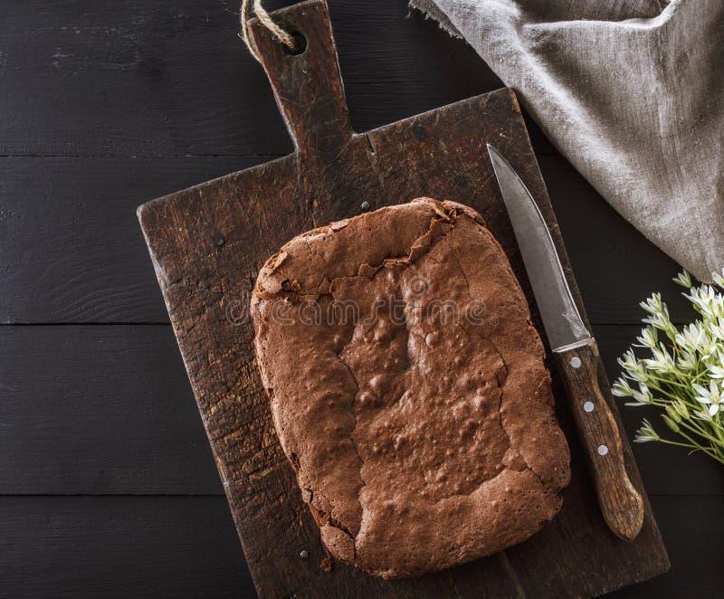Tarte rectangulaire cuit au four de 'brownie' de chocolat photographie stock