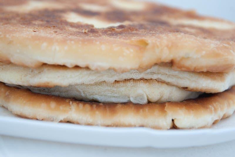 Tarte roumain de cercle de pâtés en croûte d'Ukrainean de Russe traditionnel avec du fromage Fermez-vous vers le haut du tarte de image libre de droits