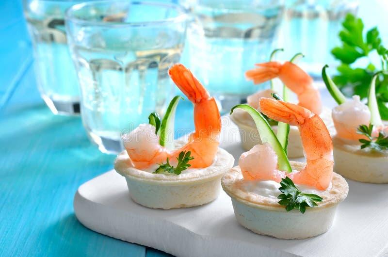Tartelettes avec des crevettes photographie stock libre de droits