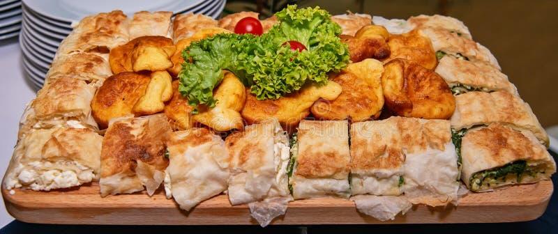 Tartes - avec du fromage et épinards et juste fromage images libres de droits