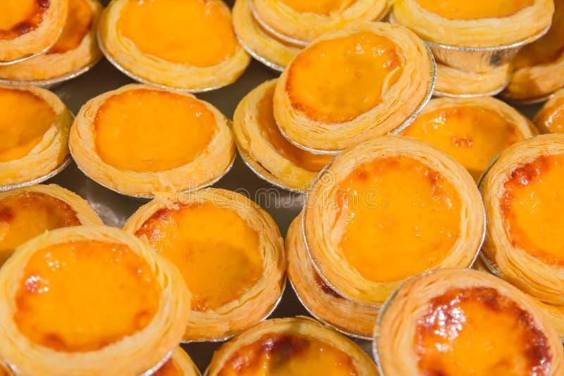 Tartes délicieuses d'oeufs, flan traditionnel, dessert, fond de texture photos libres de droits