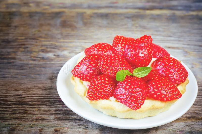 Tartlet mit Erdbeeren stockfotografie