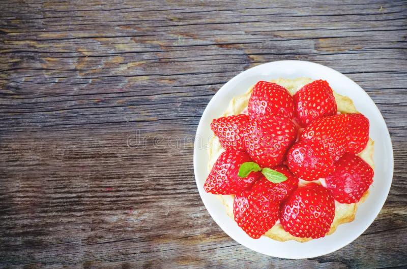 Tartlet mit Erdbeeren lizenzfreies stockbild