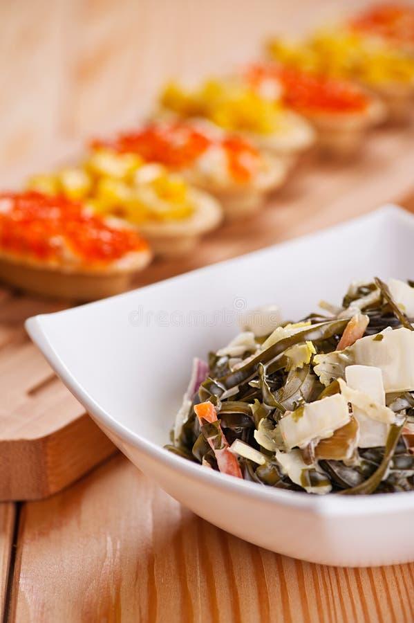 Tartlets con l'insalata del granchio, cereale fotografie stock libere da diritti