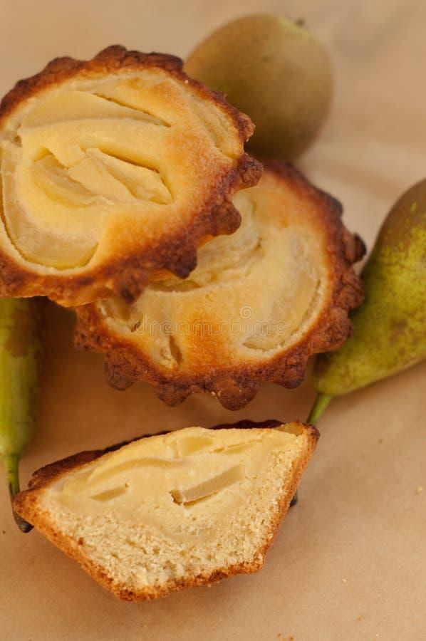 Tartlets da pera e do frangipani imagem de stock