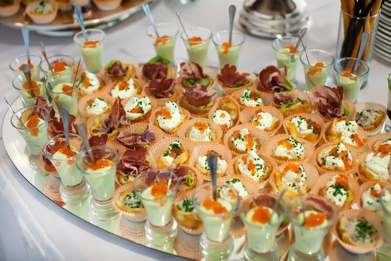 Tartlets met rood kaviaarclose-up royalty-vrije stock afbeelding