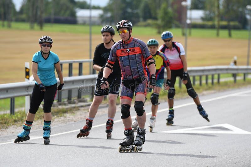 Tartu/Эстония - 26-ое августа 2018: Марафон Tartu встроенный катаясь на коньках стоковые фотографии rf