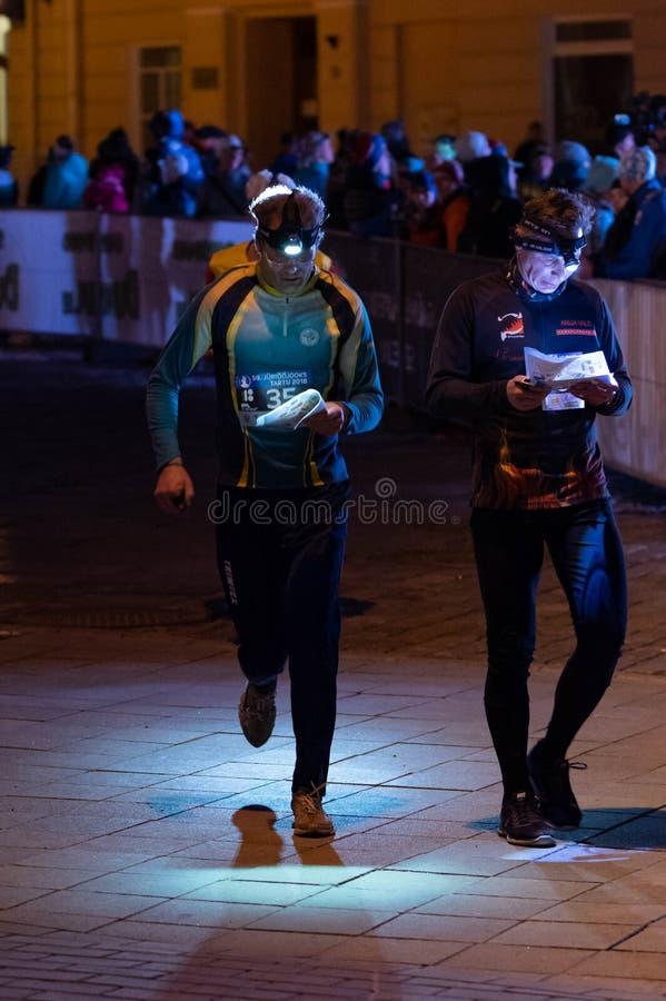 Tartu/Estland - 21. April 2018: Der Nacht-orienteering Wettbewerb lizenzfreies stockfoto