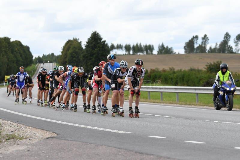 Tartu/Estonia - 26 de agosto de 2018: Maratón patinador en línea de Tartu fotos de archivo