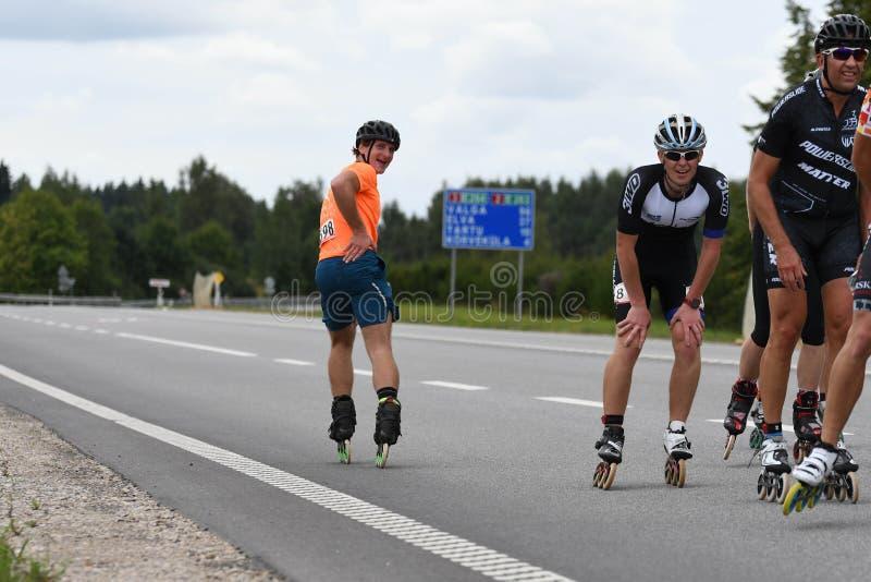 Tartu/Estonia - 26 de agosto de 2018: Maratón patinador en línea de Tartu imagen de archivo
