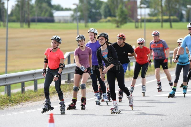 Tartu/Estonia - 26 de agosto de 2018: Maratón patinador en línea de Tartu imagen de archivo libre de regalías