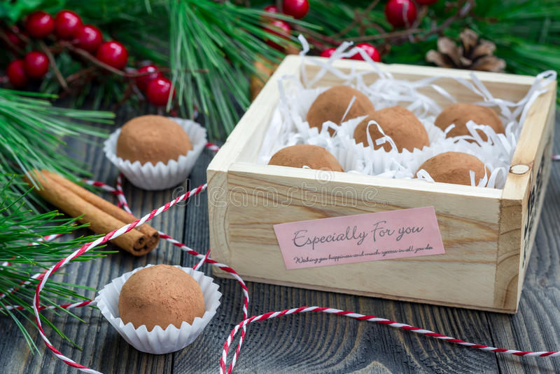 Tartufi casalinghi del cioccolato-caramello fotografia stock