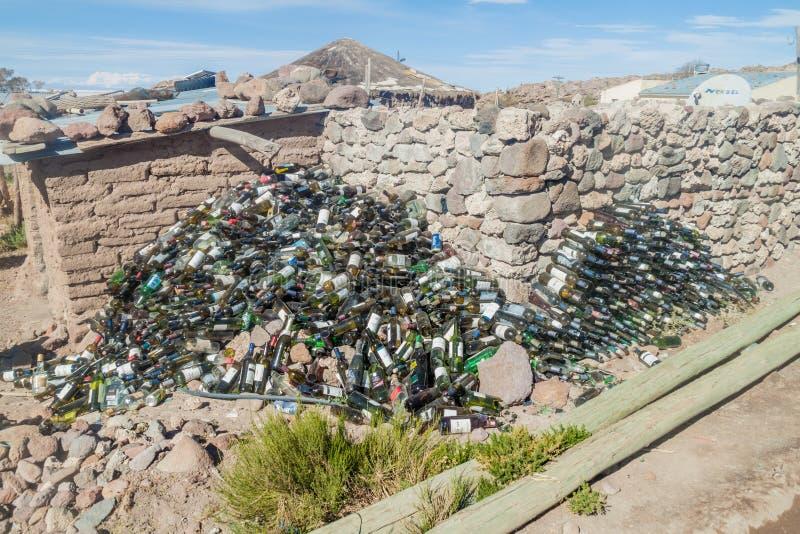 Tas énorme des bouteilles de vin vides photographie stock libre de droits