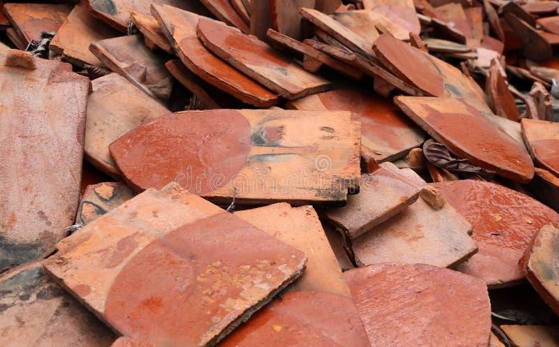 Tas d'argile durci thaïlandais de toit images libres de droits