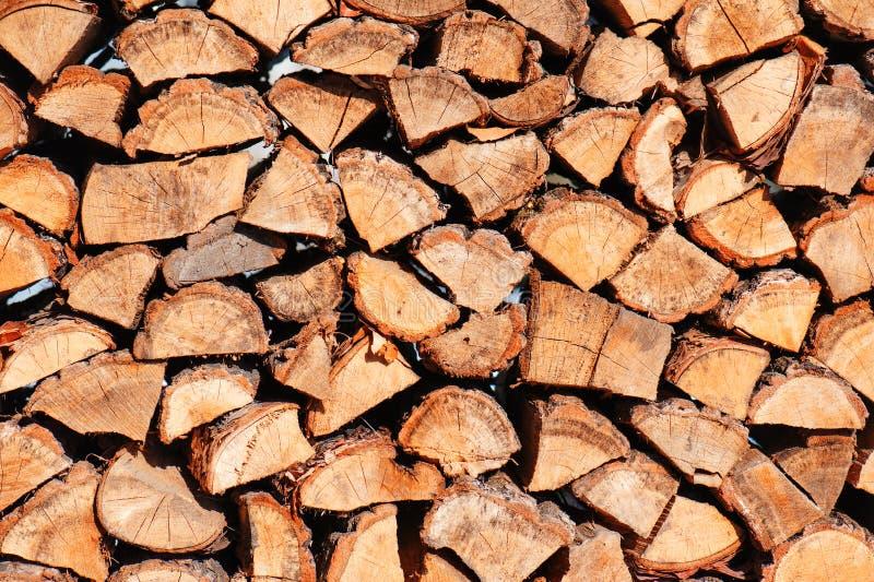 Tas de bois des logs de chêne images stock