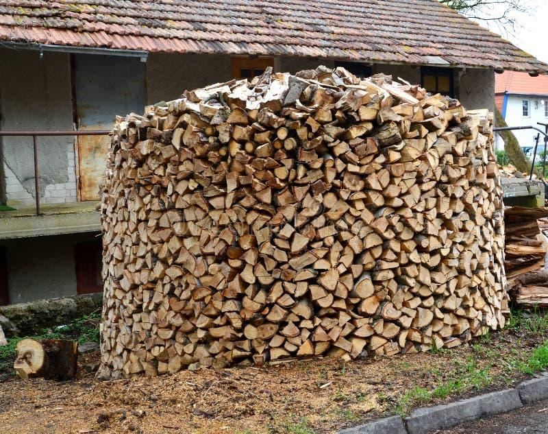 tas de bois rond de bois de chauffage de bouleau image stock image 72028347. Black Bedroom Furniture Sets. Home Design Ideas