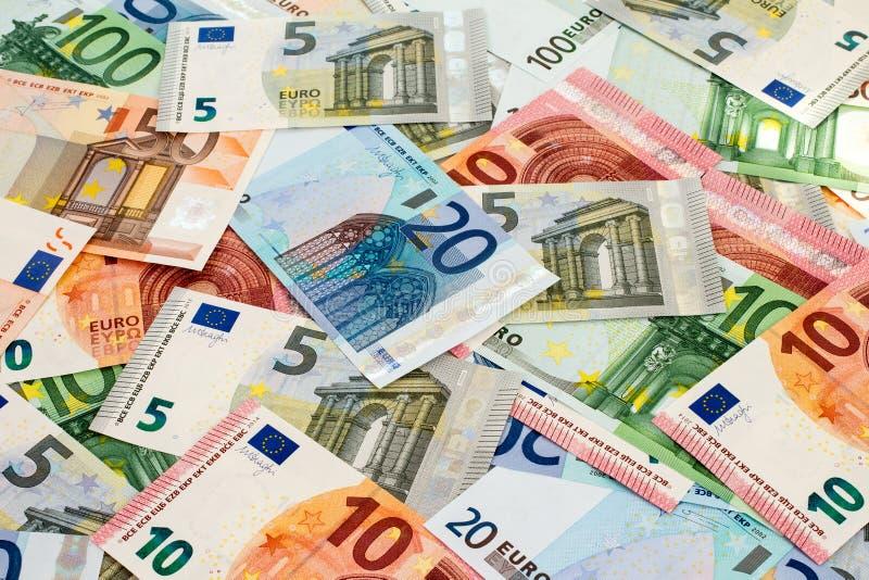 La polémique sur les 14 500 € de salaire de Chantal Jouanno pour la présidence de la Commission nationale du débat public met en lumière le scandale et le gaspillage d'argent public de la République des copains.
