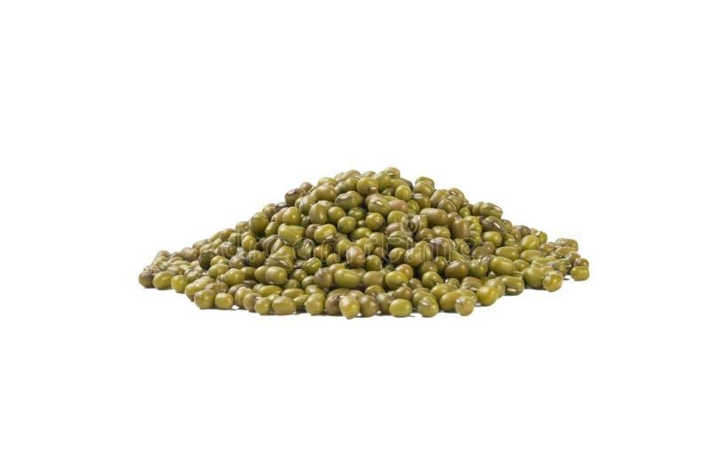 Tas de Mung ou de mungo d'isolement sur le fond blanc nutrition bio Ingrédient de nourriture naturel photos libres de droits
