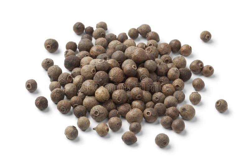 Tas des baies entières de poivre de Jamaïque photo stock