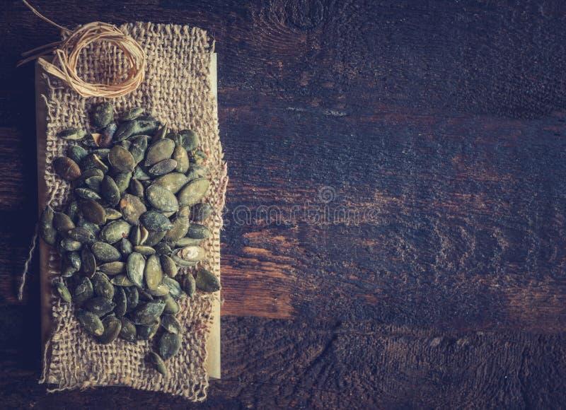 Tas des graines de citrouille photographie stock libre de droits