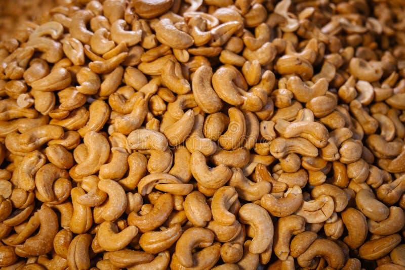 Tas des noix de cajou rôties salées photographie stock