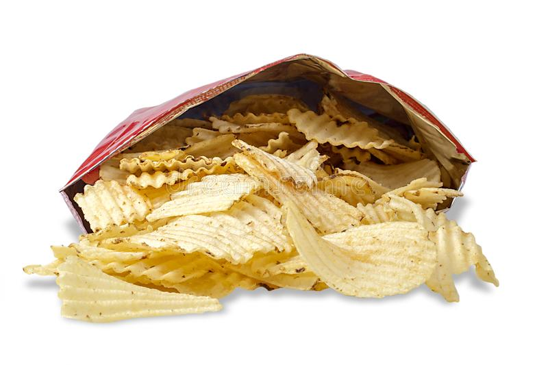 Tasche der Kartoffel Chips On White stockfoto
