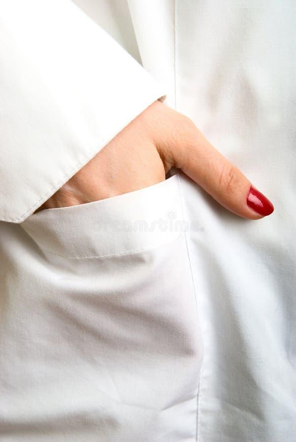 Tasche in einem weißen Mantel stockfoto