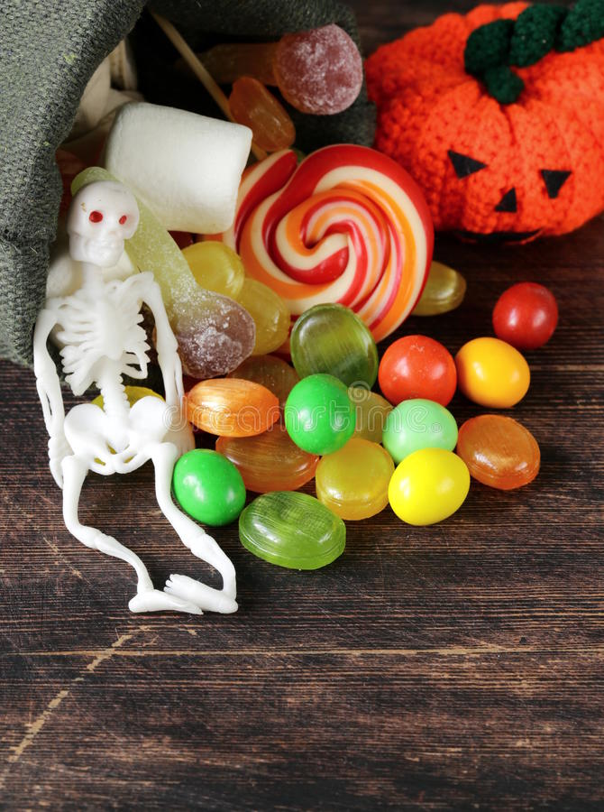 Tasche mit Bonbons und Süßigkeit lizenzfreies stockbild