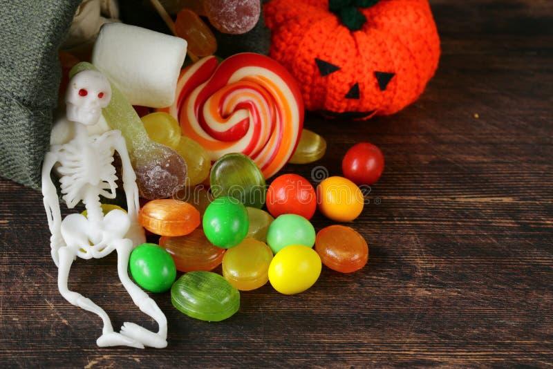 Tasche mit Bonbons und Süßigkeit stockbilder