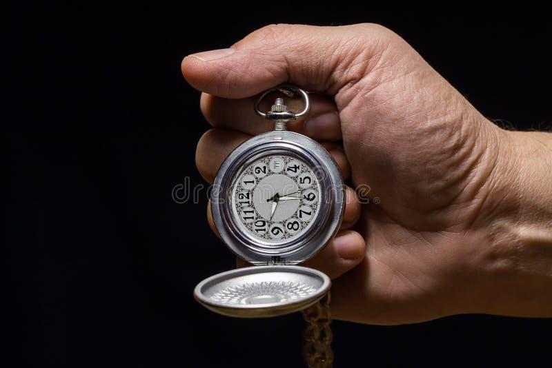 Taschen-Uhr in der Hand lizenzfreie stockfotos