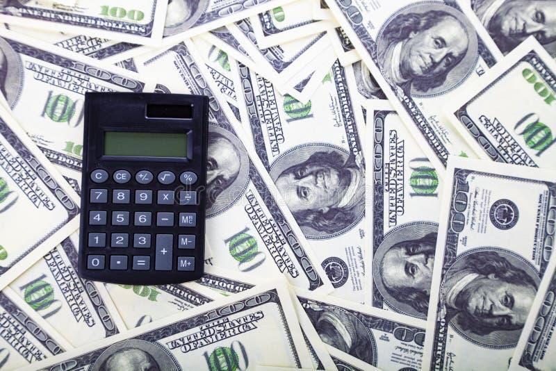 Taschenrechner auf Dollar stockfotos
