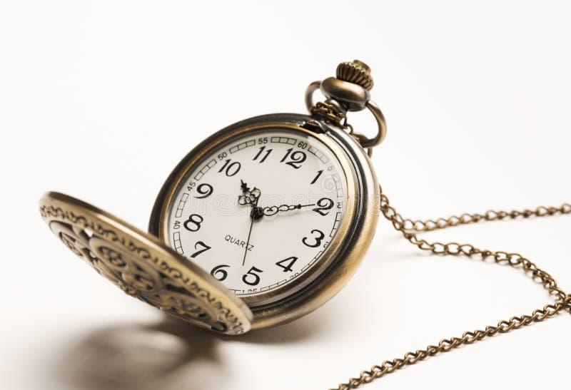 Taschenuhr auf weißem Hintergrund stockbild
