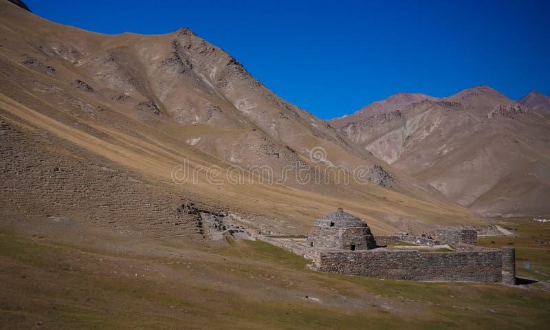 Tash Rabat caravanserai i det Tian Shan berget i det Naryn landskapet, Kirgizistan royaltyfri fotografi