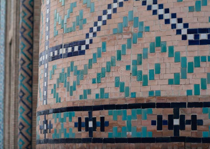 TASHKENT UZBEKISTAN, Grudzień, - 9, 2011: Szczegół wyśmienita Islamska budynek mozaika przy Hast imama kwadratem i taflować obraz royalty free