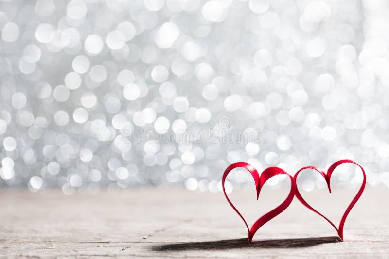 Tasiemkowi serca i bokeh światła obrazy stock