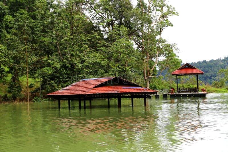 Tasik Kenyir, den största konstgjorda sjön royaltyfria bilder