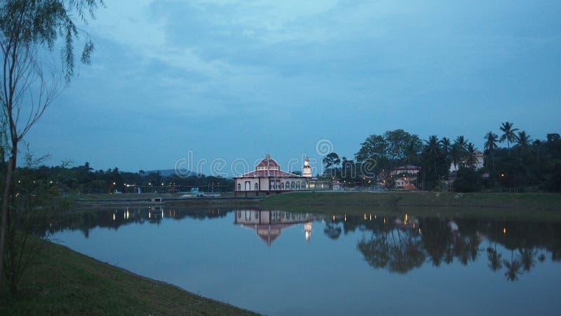 Tasik an taman rekriasi masjid tanah lizenzfreie stockbilder