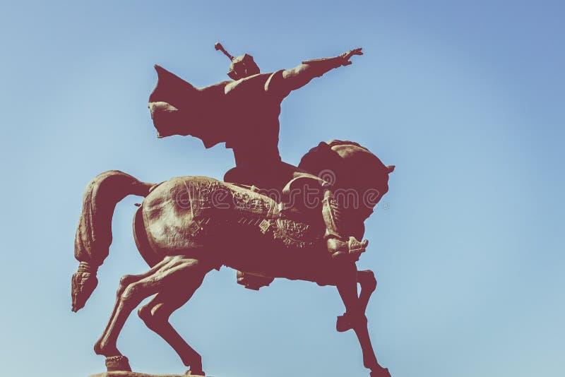 TASJKENT UZBEKISTAN - AUGUSTI 22, 2018: Monument till den uzbekiska nationen arkivbild