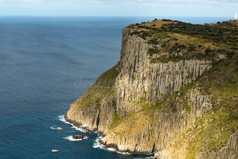 Tasman-Insel Betrachtung der touristischen Boote, Tasmanien, Australien stockbild