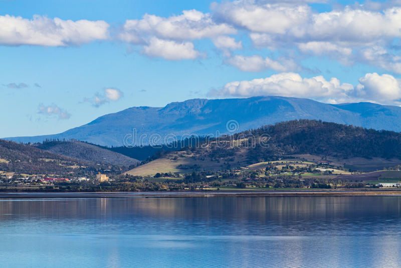 Tasmanien-Berge lizenzfreies stockfoto