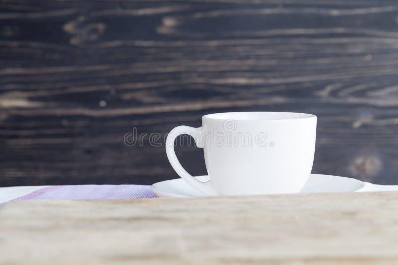 Tasse blanche de porcelaine images stock