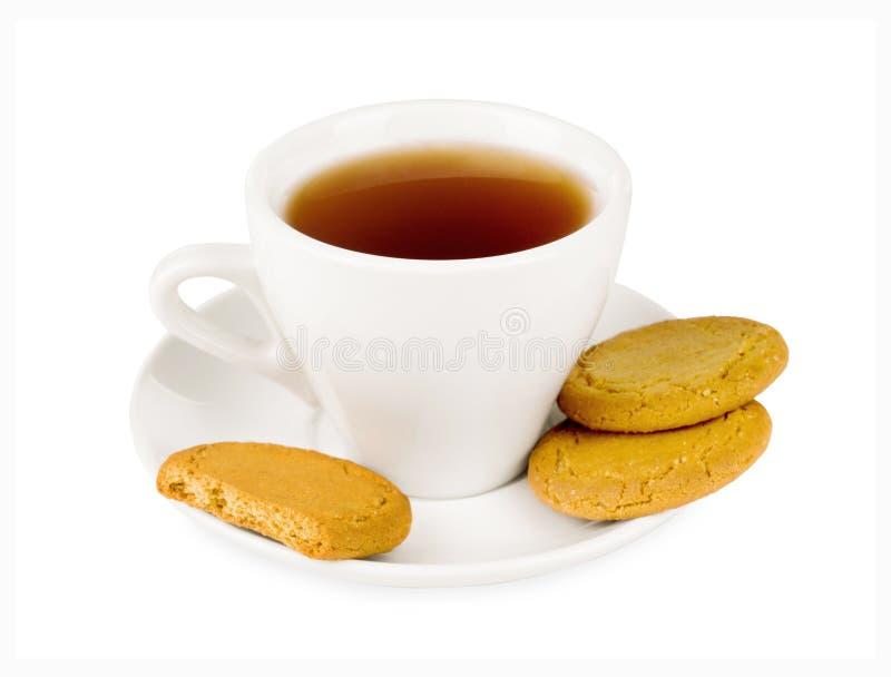Tasse blanche de thé avec des biscuits image libre de droits