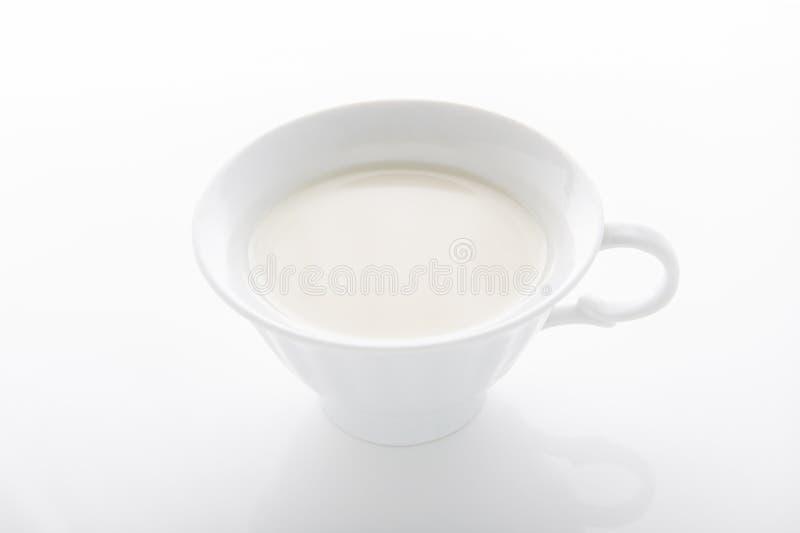 Tasse chaude de lait photos libres de droits