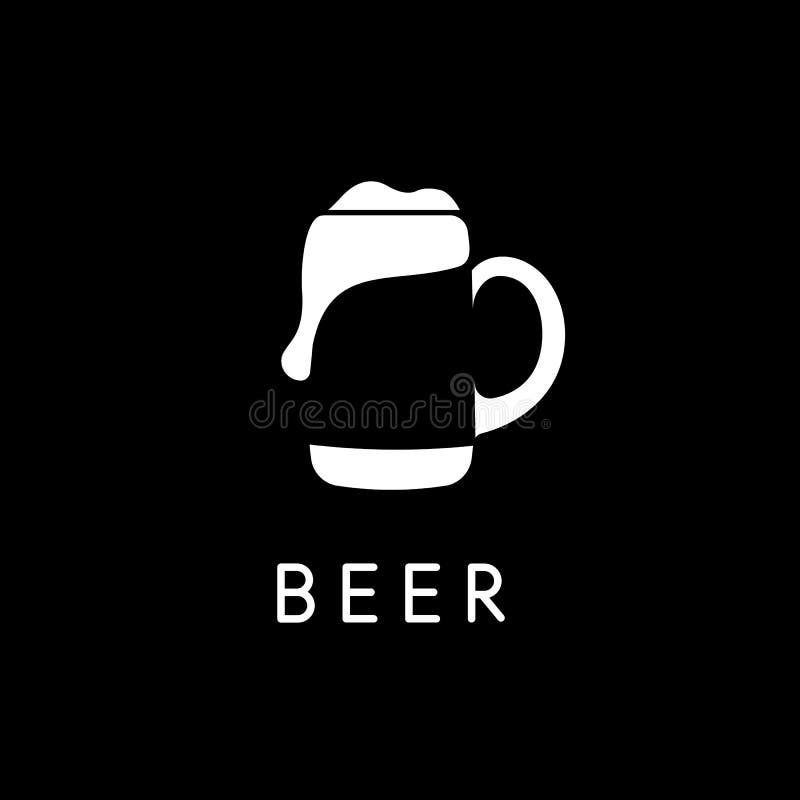 Tasse de bière avec de la bière, calibre négatif de logo de l'espace, silhouette blanche sur le fond noir Logotype de barre de ve illustration stock