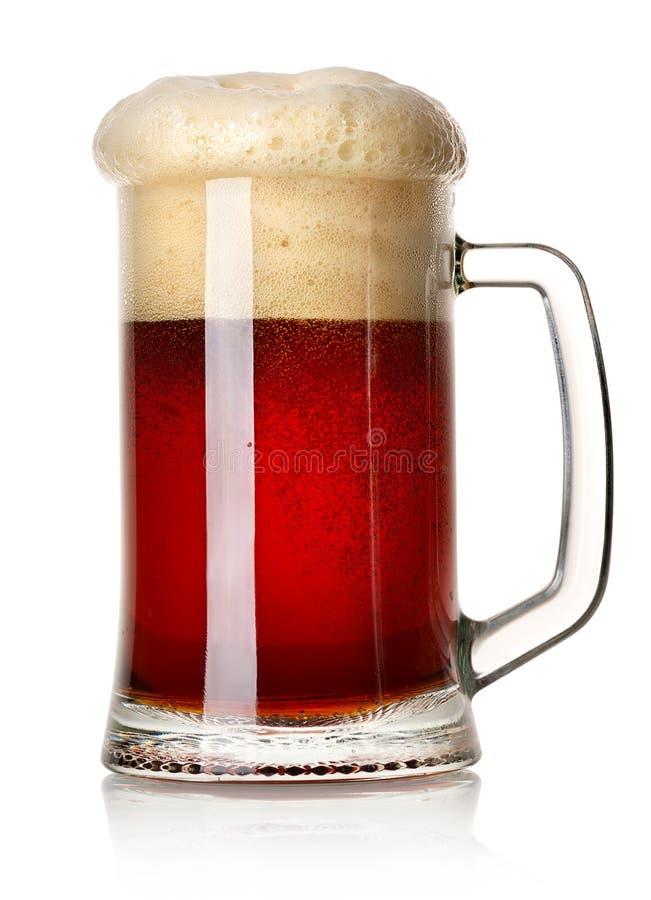 Tasse de bière rouge images stock